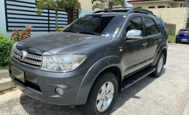 Selling Grey Toyota Fortuner 2011 in Manila