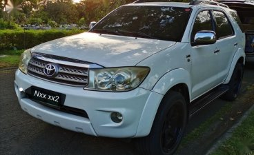 White Toyota Fortuner 2010 for sale in Las Pinas