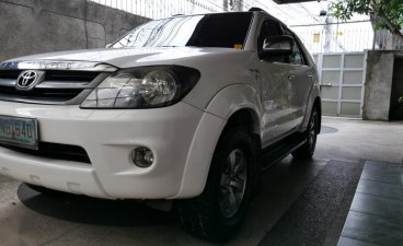 Pearl White Toyota Fortuner 2007 for sale in Manila