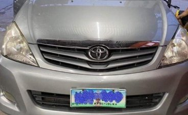 Selling Silver Toyota Innova 2009 in Quezon City