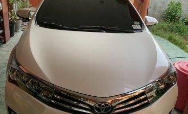 Sell Pearl White 2016 Toyota Corolla Altis in Cebu City