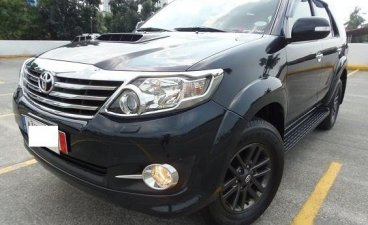 Selling Black Toyota Fortuner 2015 SUV at 28000 km in Manila