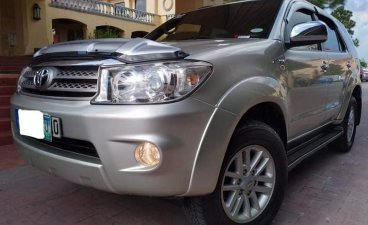 Selling Silver Toyota Fortuner 2010 in Manila