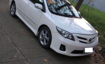 Selling White Toyota Corolla Altis 2011 in Marilao