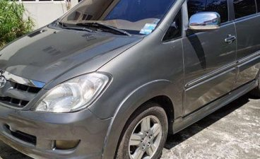 Selling Grey Toyota Innova 2006 in Minglanilla