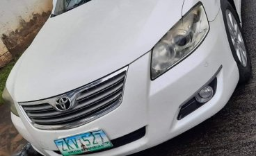 Sell White 2009 Toyota Camry in Makati