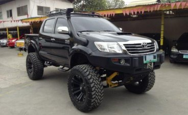 Selling Black Toyota Hilux 2012 in Mandaue