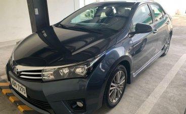 Selling Black Toyota Corolla Altis 2015 in Manila