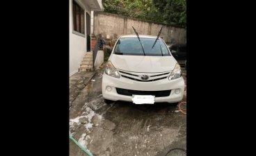 White Toyota Avanza 2014 for sale in Valenzuela