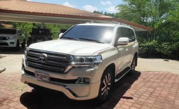Selling White Toyota Land Cruiser 2019 in Manila
