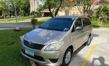 Selling Brightsilver Toyota Innova 2012 in Silang