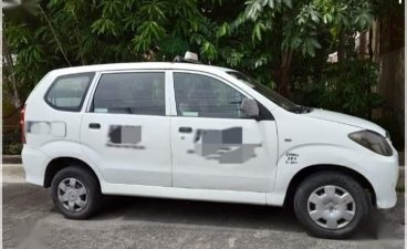 White Toyota Avanza 2011 for sale in Taguig