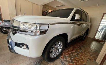 Selling White Toyota Land Cruiser 2017 in Makati