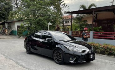Selling Black Toyota Corolla Altis 2016 in Las Pinas