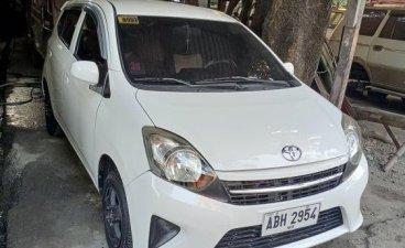 Selling White Toyota Wigo 2015 in Caloocan