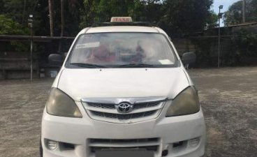 White Toyota Avanza 2010 for sale in Rodriguez