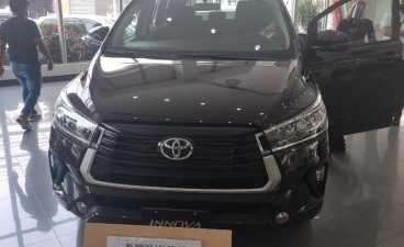 Selling Black Toyota Innova in Makati