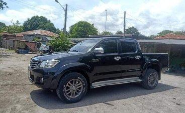 Black Toyota Hilux 2013