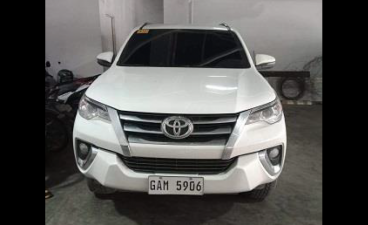 Selling White Toyota Fortuner 2019 in Caloocan