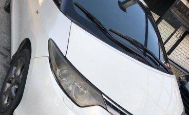 Selling White Toyota Previa 2007