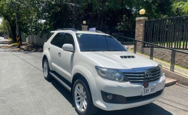 Selling Pearl White Toyota Fortuner 2014 in Makati