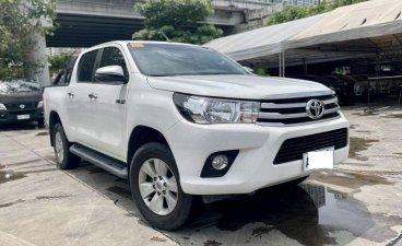 White Toyota Hilux 2018