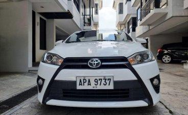 White Toyota Yaris 2015