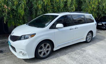 Sell 2013 Toyota Sienna