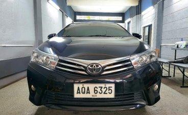 Selling Toyota Altis 2015