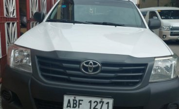 Selling Toyota Hilux 2014