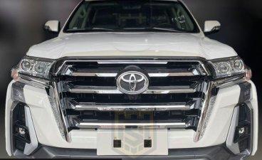 Selling White Toyota Land Cruiser 2021 in Makati