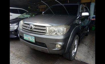 Selling Silver Toyota Fortuner 2011 in Cainta