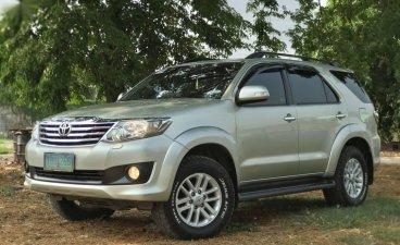 Selling Brightsilver Toyota Fortuner 2012 in Valenzuela