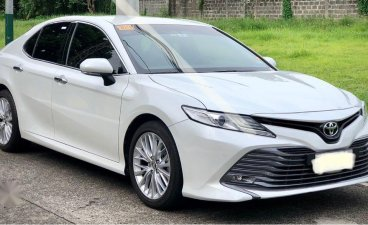 Selling Pearl White Toyota Camry 2019 in Parañaque