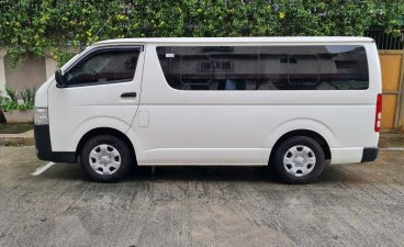 Selling White Toyota Hiace 2020 in Quezon