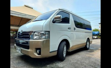 Selling White Toyota Hiace 2015 in Cainta