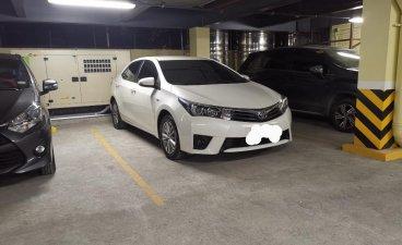 Selling Pearl White Toyota Corolla Altis 2015 in Makati