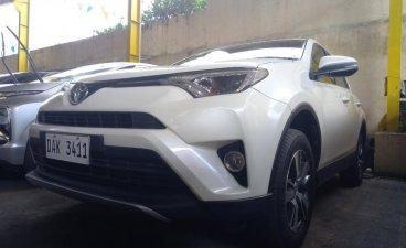 White Toyota RAV4 2018 for sale in San Mateo