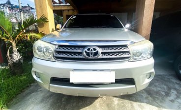 Selling Pearl White Toyota Fortuner 2009 in Manila