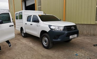 Selling Pearl White Toyota Hilux 2020 in Quezon City