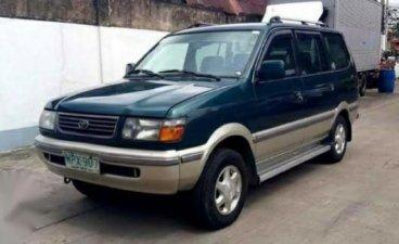 Selling Green Toyota Revo 2000 in Valenzuela