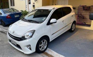 Selling White Toyota Wigo 2017 in Las Piñas