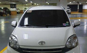 Selling White Toyota Wigo 2016 in Muntinlupa