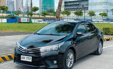 Selling Black Toyota Corolla Altis 2014 in Pasig