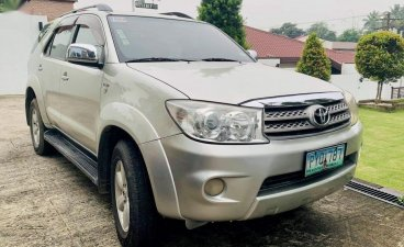 Selling Pearl White Toyota Fortuner 2011 in Taal