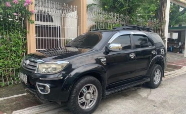 Selling Black Toyota Fortuner 2010 in Manila