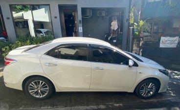 Pearl White Toyota Corolla Altis 2016 for sale in Quezon
