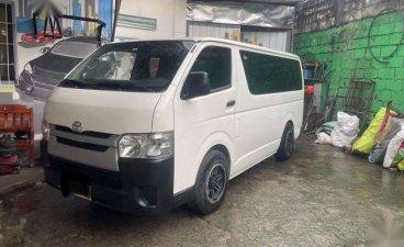 Sell White 2015 Toyota Hiace in Valenzuela