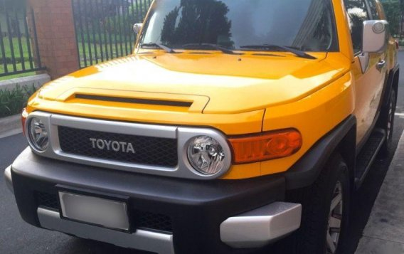 Selling Toyota Fj Cruiser 2015 Automatic Gasoline for sale in Pasig
