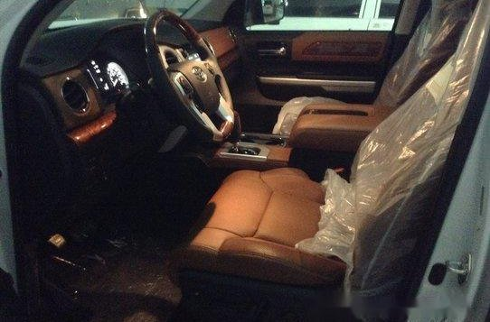 Selling White Toyota Tundra 2019 in Quezon City-7